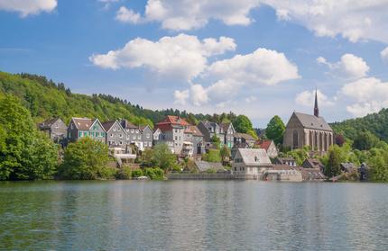 Der Stadtteil Wuppertal-Beyenburg gilt als Perle Wuppertals und kann mit Ihrem Mietwagen der Sixt Autovermietung Wuppertal bequem erreicht werden